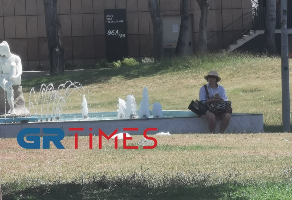 Καύσωνας-Θεσ/νίκη: Αναζητούν σκιά οι τουρίστες- Ουρές για rapid test (ΦΩΤΟ-VIDEO)