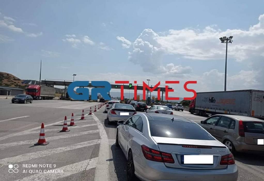 Έξοδος εκδρομέων: Καθυστερήσεις στα διόδια Ανάληψης – Ομαλά η κίνηση προς Χαλκιδική (ΦΩΤΟ)