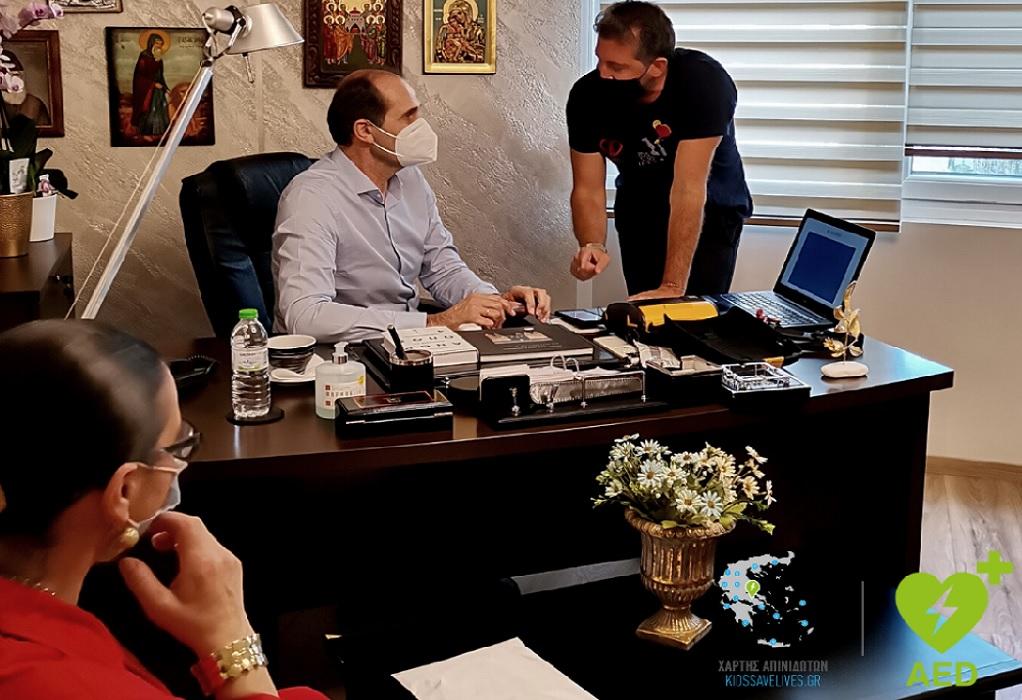 Απόφαση – σταθμός για την Ελλάδα – «Κατεβαίνει» στο 6% ο ΦΠΑ στους απινιδωτές