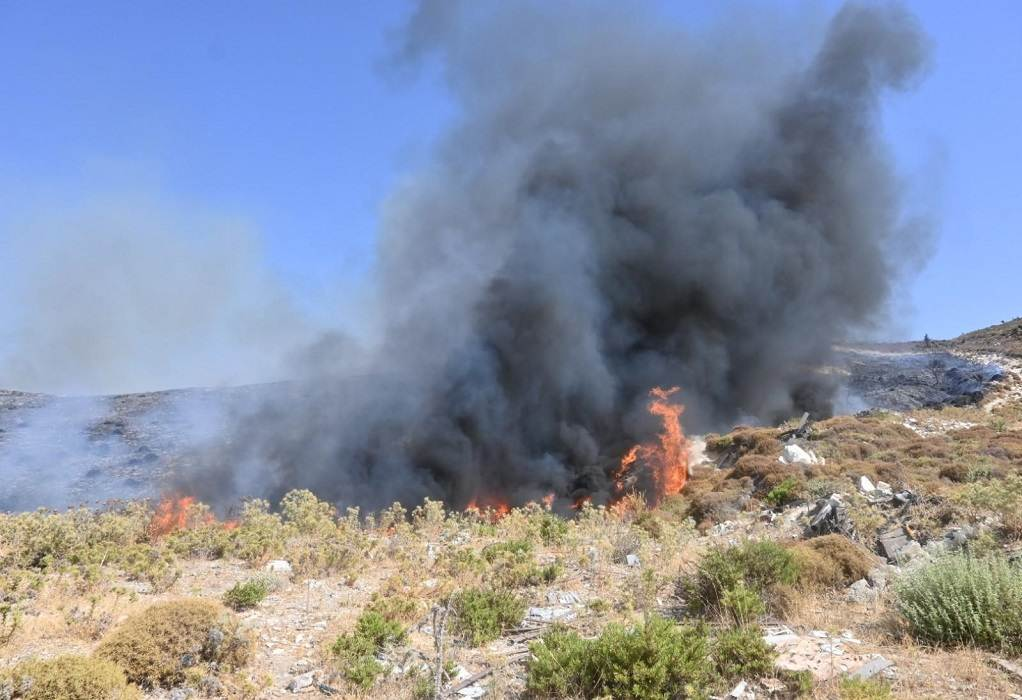 Φωτιά στην Κω: Καίει κοντά σε σπίτια (ΦΩΤΟ)