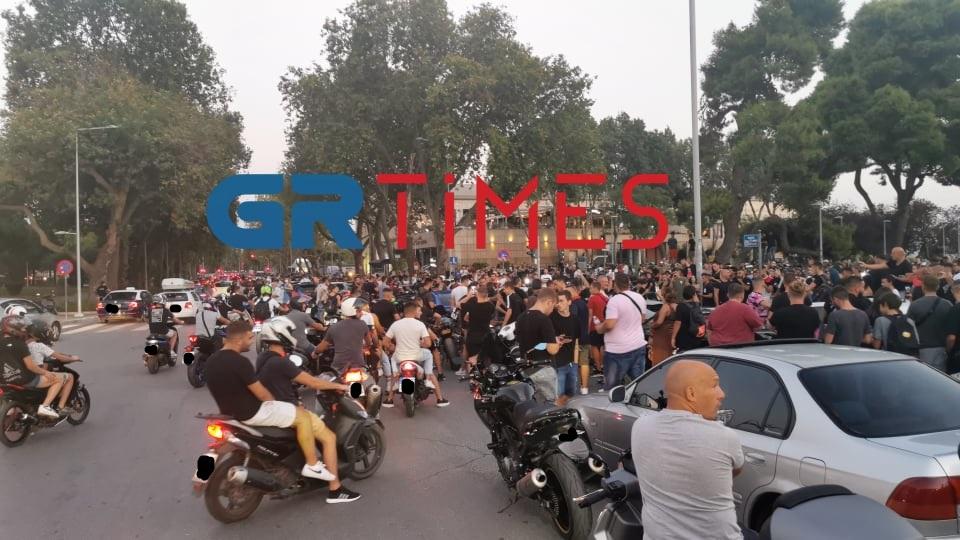 """Θεσσαλονίκη: Με μηχανές και """"φτιαγμένα"""" αυτοκίνητα γέμισε ο Λευκός Πύργος (ΦΩΤΟ-VIDEO)"""