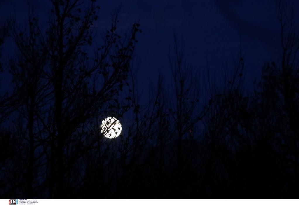 Μαγεύει η Αυγουστιάτικη πανσέληνος – Δείτε φωτογραφίες