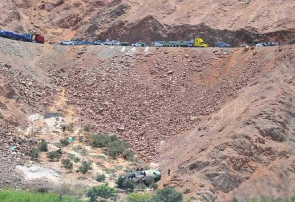 Περού: 15 νεκροί από πτώση λεωφορείου σε χαράδρα
