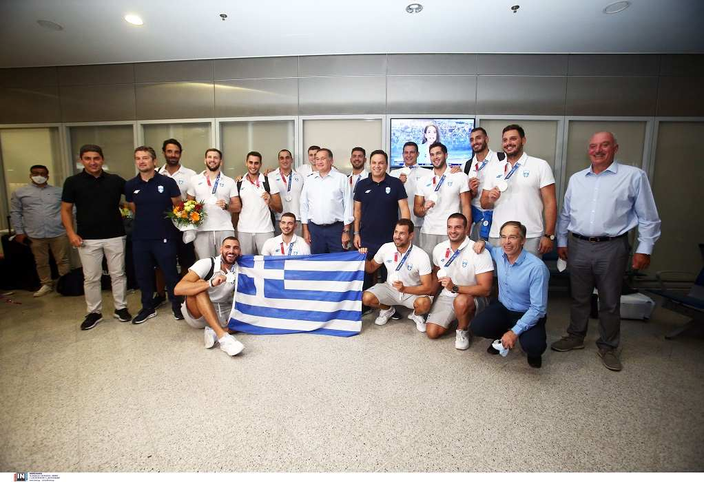 Επέστρεψε στην Ελλάδα η Εθνική πόλο – Τα συγκινητικά λόγια του προπονητή