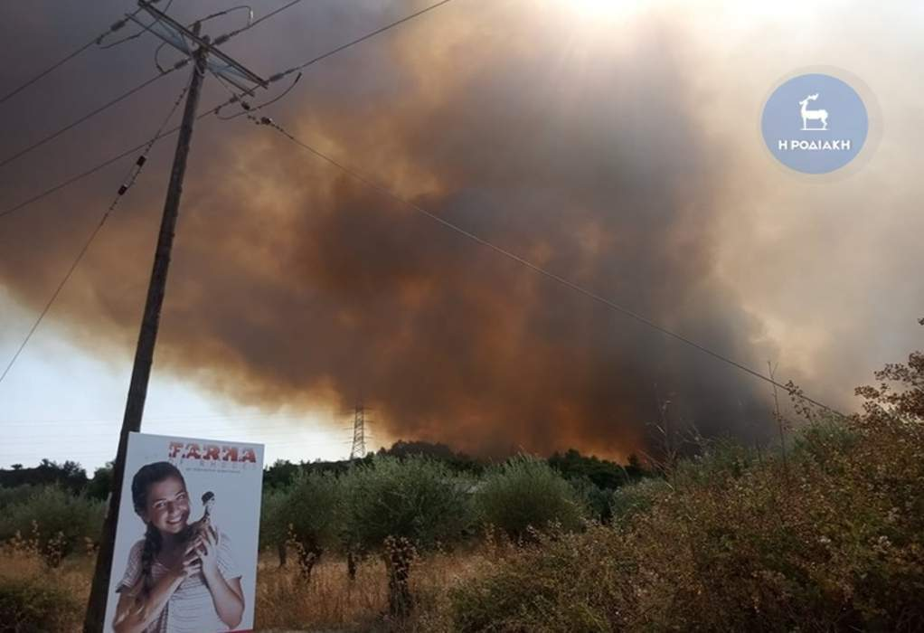 Ρόδος: Aπλώνεται το πύρινο μέτωπο, μήνυμα από το 112, εκκένωση οικισμών