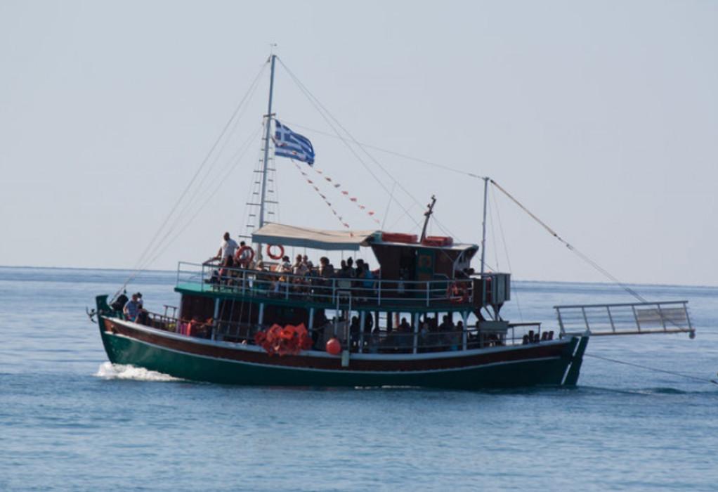 Βλυχάδα Σαντορίνης: Δώδεκα στα 13 τουριστικά σκάφη, φοροδιαφεύγουν