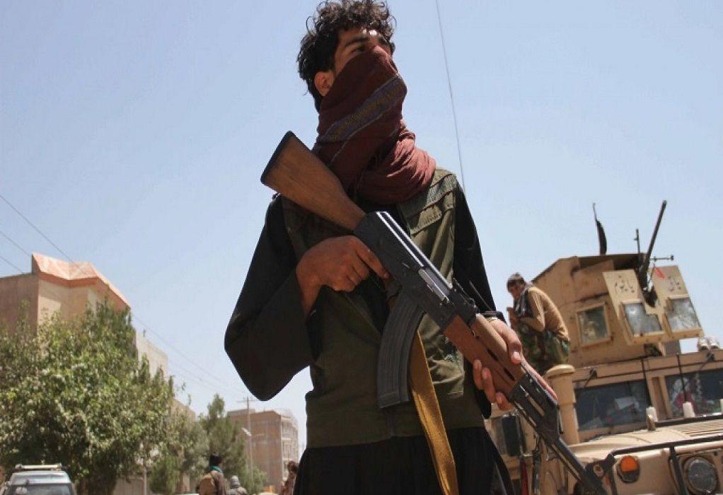 """Αφγανιστάν: """"Τρεις απαγωγείς"""" του ΙΚ σκοτώθηκαν από τους Ταλιμπάν σε ανταλλαγή πυρών"""