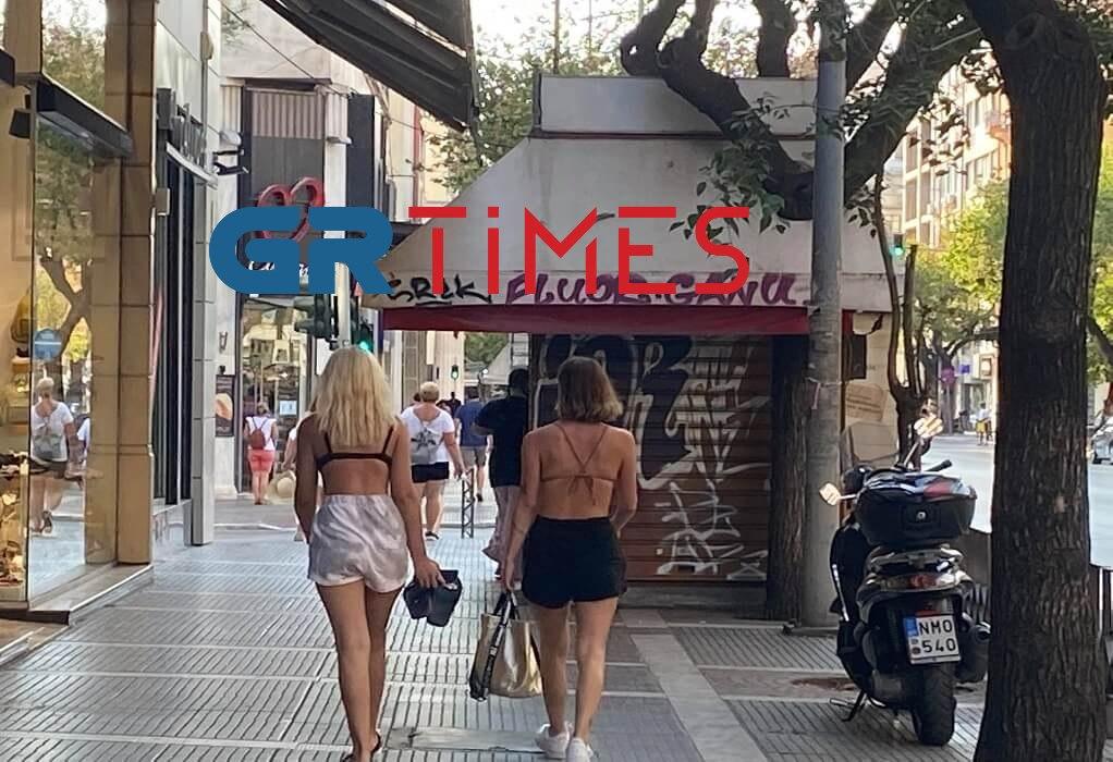 Θεσσαλονίκη: Με μαγιό τουρίστριες στο Κέντρο της πόλης(ΦΩΤΟ)