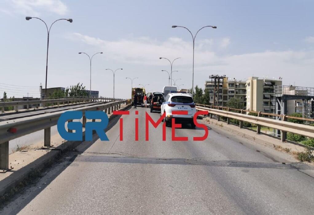 Θεσσαλονίκη: Μοτοσυκλέτα συγκρούστηκε με φορτηγό – Ένας τραυματίας (ΦΩΤΟ+VIDEO)