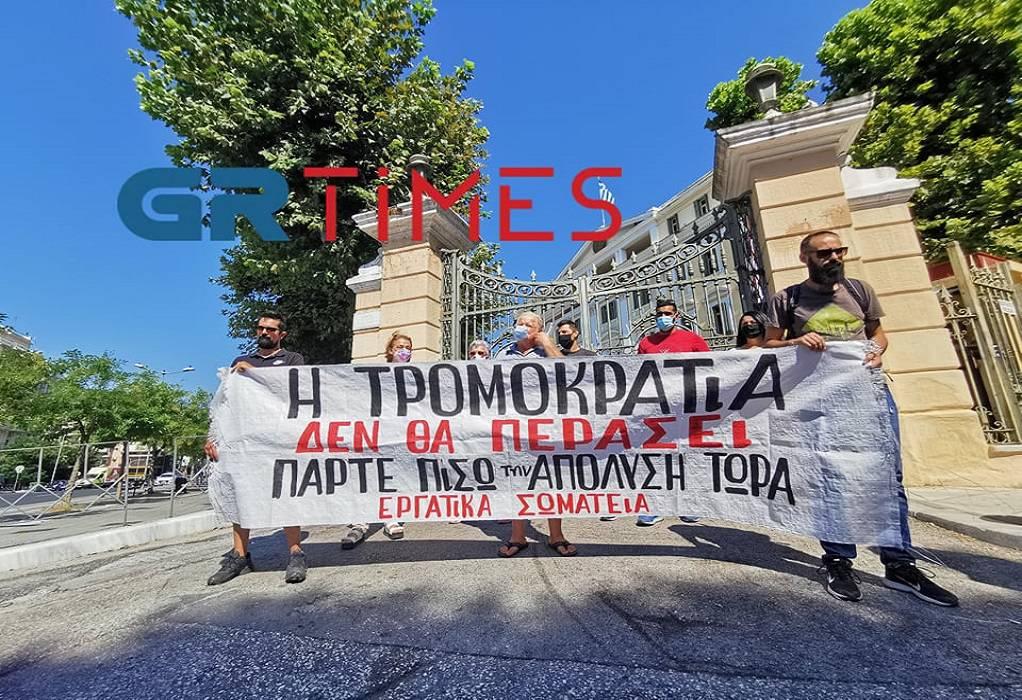 Θεσσαλονίκη: Παράσταση διαμαρτυρίας για την απόλυση προέδρου συνδικάτου (ΦΩΤΟ-VIDEO)