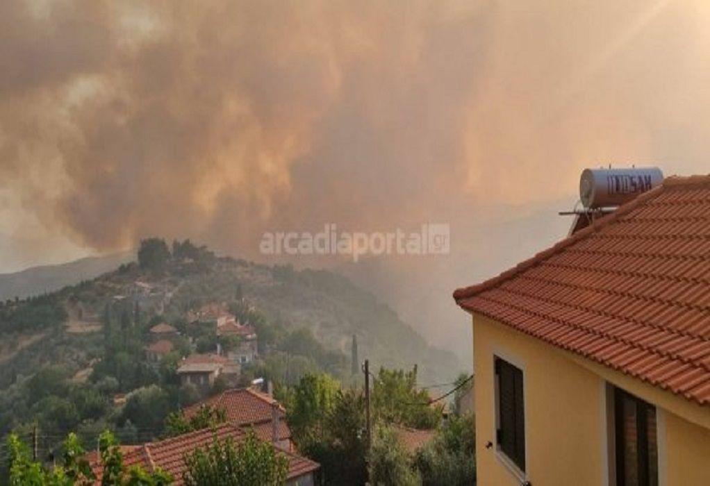 Φωτιά Γορτυνία: Ανεξέλεγκτο το μέτωπο – Συνεχίζονται οι αναζωπυρώσεις – Εκκενώθηκαν χωριά