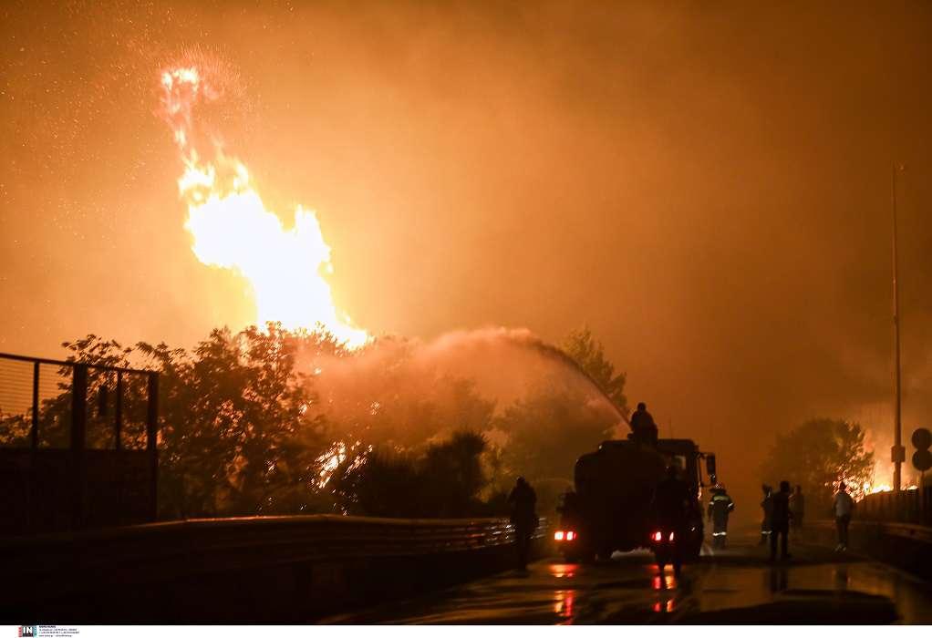 Ολονύχτια μάχη με τις φλόγες: Μια «ανάσα» από την πλατεία της Βαρυμπόμπης