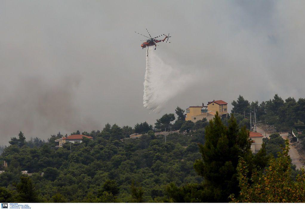 Συνεχίζεται η μάχη της κατάσβεσης και στα τρία πύρινα μέτωπα στη Δ.Μακεδονία