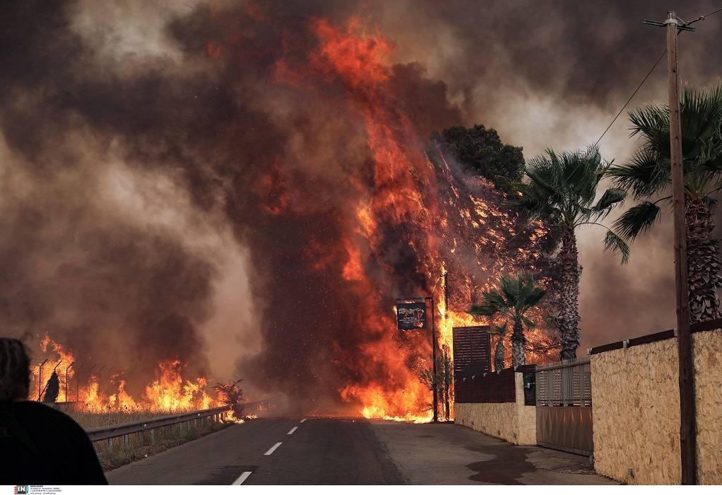 Το συγκλονιστικό βίντεο που καταγράφηκε από την φωτιά στην Βαρυμπόμπη