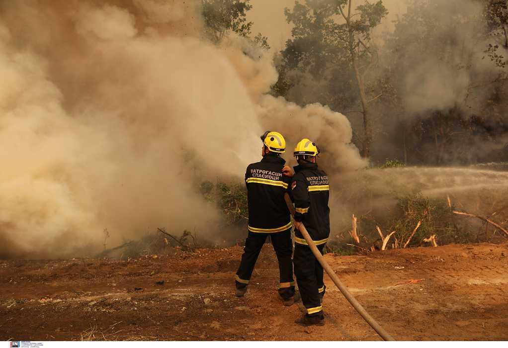 Φωτιά στην Κερατέα-Δήμαρχος Σαρωνικού: Το μέτωπο είναι ενιαίο και μεγάλο