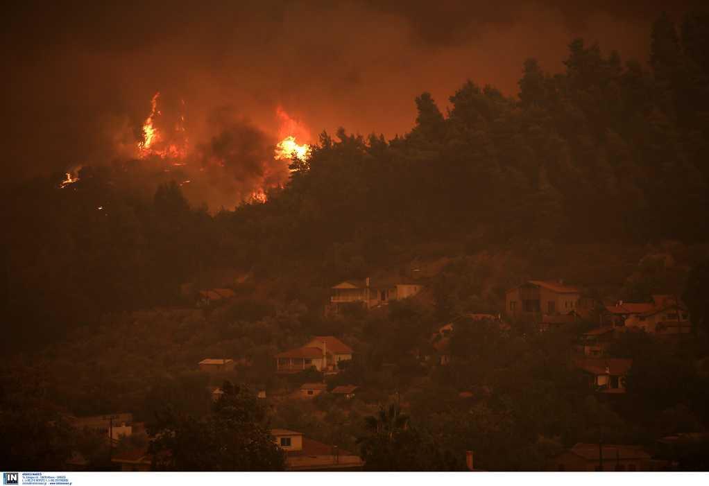 Βόρεια Εύβοια: Δύσκολη η νύχτα με νέα μέτωπα φωτιάς και αναζωπυρώσεις
