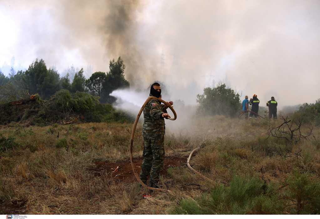 Πάτρα: Πυρκαγιά έξω από το στρατιωτικό αεροδρόμιο του Αράξου