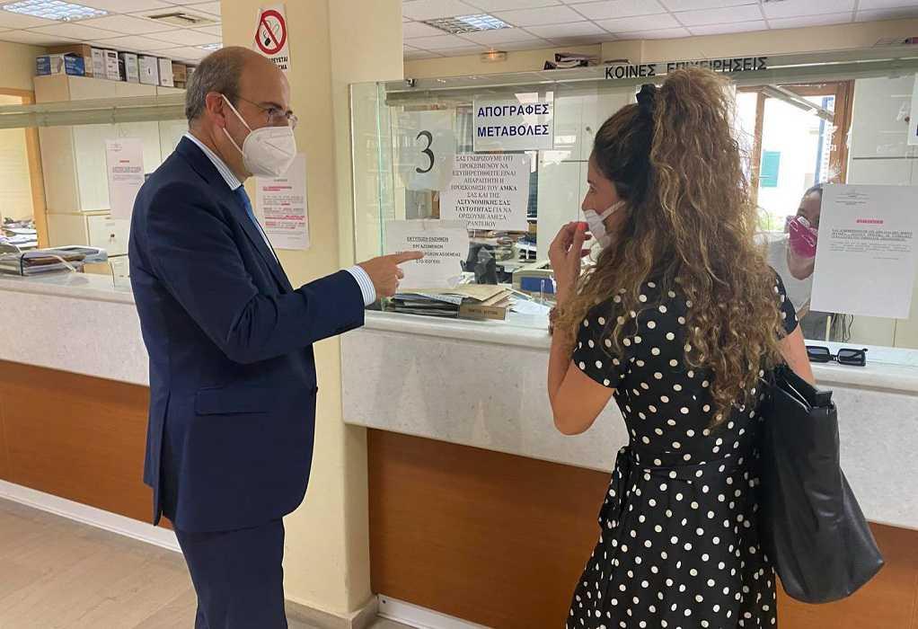 Κ. Χατζηδάκης: Η επίσκεψη στον ΕΦΚΑ Κέρκυρας και ο ξεχωριστός διάλογος με υπάλληλο