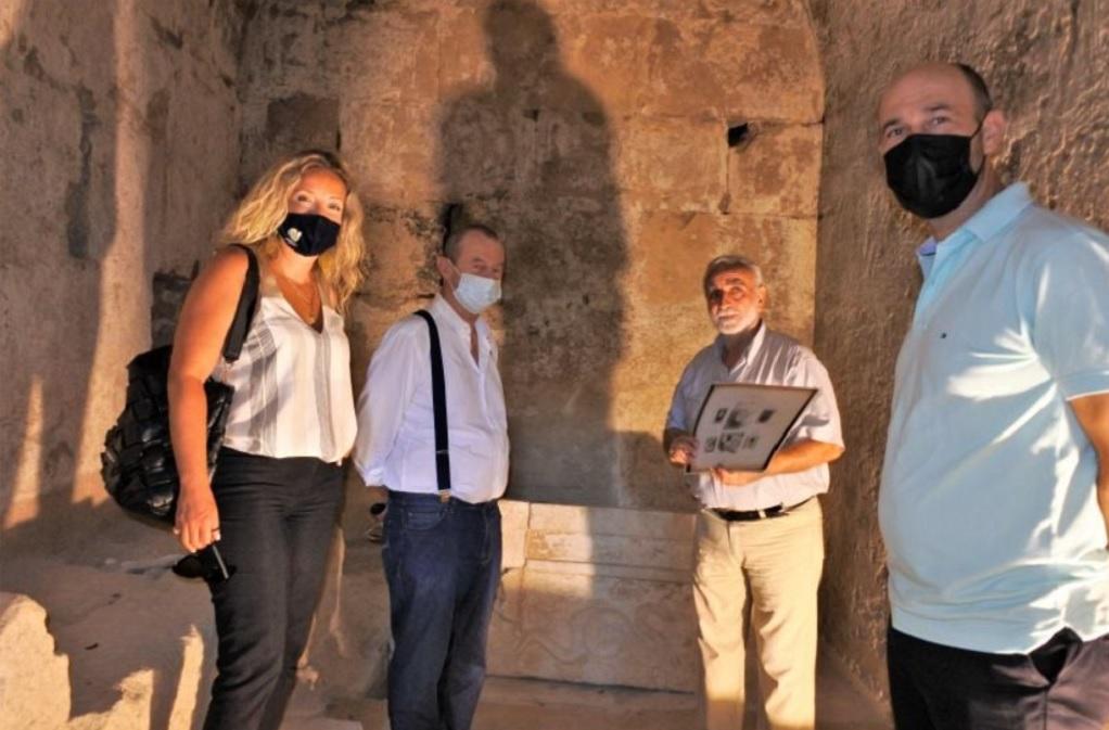 Επίσκεψη Χατζηχριστοδούλου στον Μακεδονικό Τάφο Α΄ στη θέση Τούμπες Κορινού