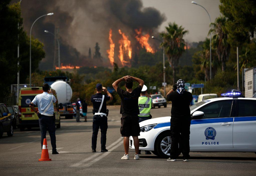 Βαρυμπόμπη: Πάνω από δέκα κλήσεις για εγκλωβισμένους από τη φωτιά