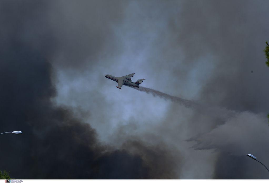 Βαρυμπόμπη: Οι φλόγες κύκλωσαν συνεργείο του MEGA (VIDEO)