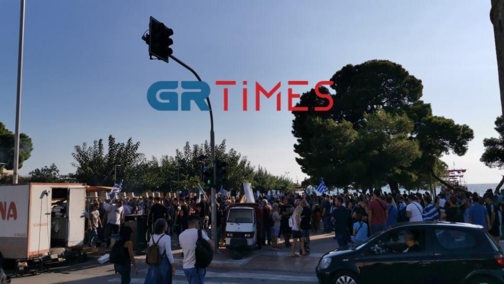 Θεσσαλονίκη: Συγκέντρωση κατά της υποχρεωτικότητας του εμβολιασμού – Θα ακολουθήσει πορεία (ΦΩΤΟ-VIDEO)