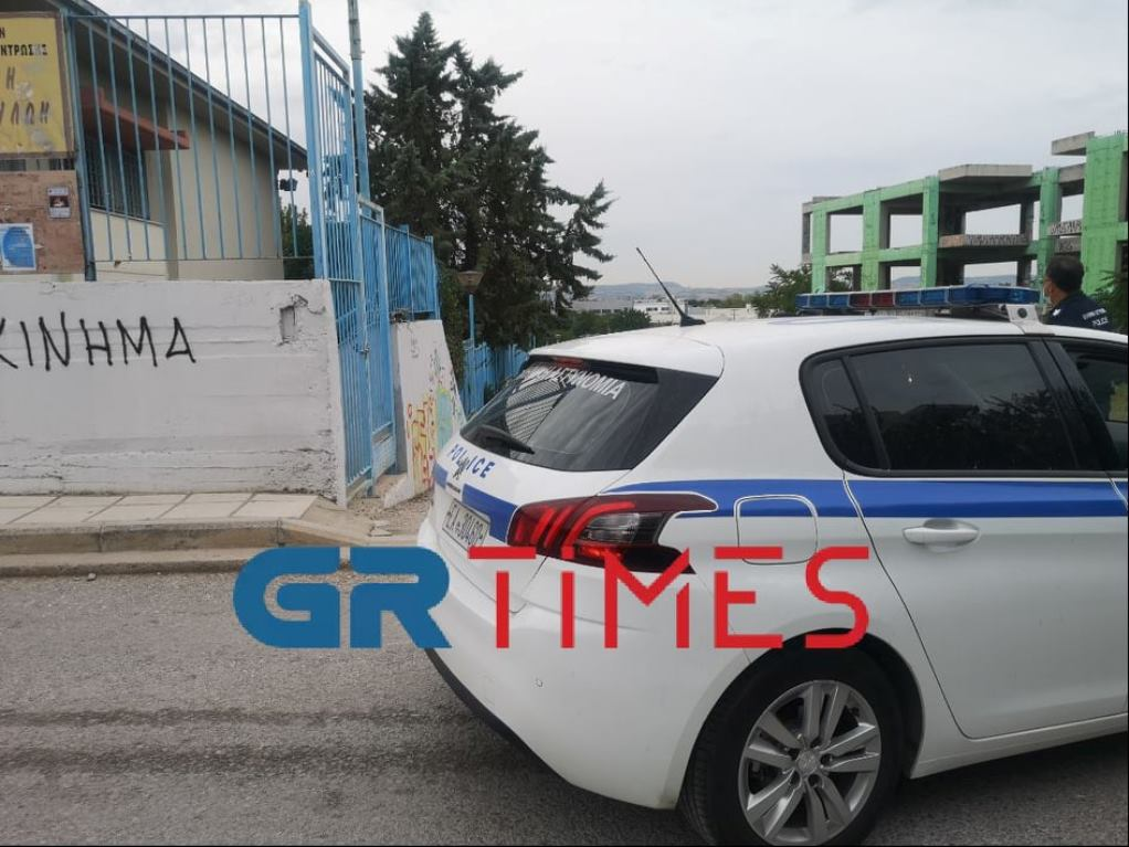 Θεσσαλονίκη: Εισβολή αρνητή πατέρα σε δημοτικό σχολείο της Θέρμης – Κλήθηκε η ΕΛΑΣ (ΦΩΤΟ)