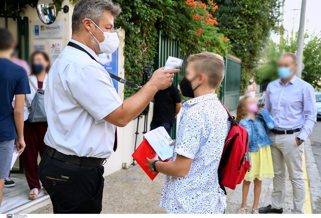 ΔΟΕ: Εκπαιδευτικοί στα Αστυνομικά Τμήματα μετά από μηνύσεις γονέων για μάσκες και self test (VIDEO)