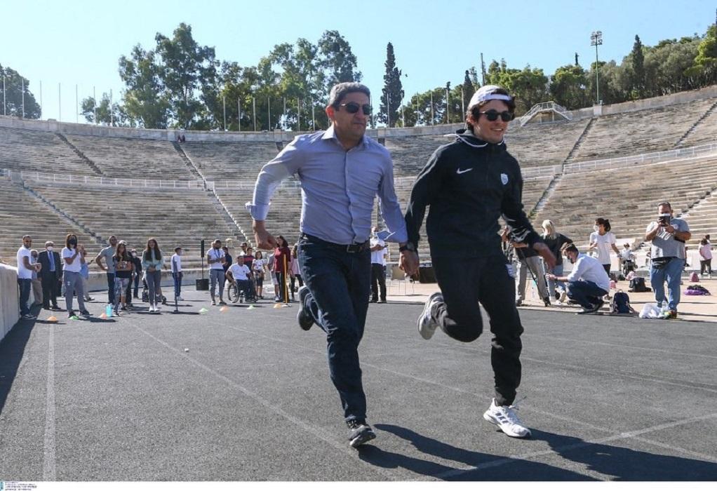 Ο Λευτέρης Αυγενάκης έτρεξε στο Καλλιμάρμαρο για την ημέρα Σχολικού Αθλητισμού