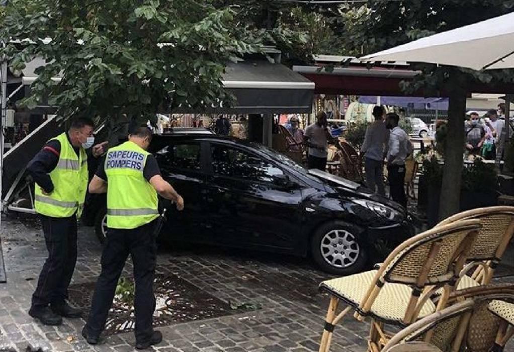 Συναγερμός στη Γαλλία: Αυτοκίνητο παρέσυρε θαμώνες μαγαζιού