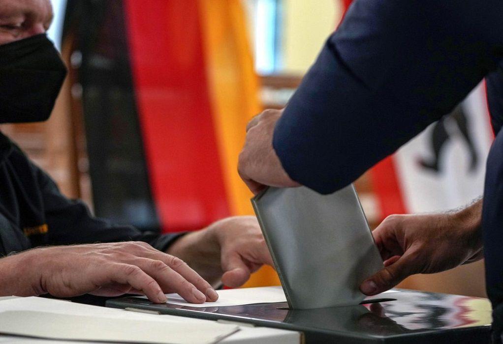 Γερμανία: Μεγαλύτερη από το 2017 η προσέλευση ψηφοφόρων στις κάλπες