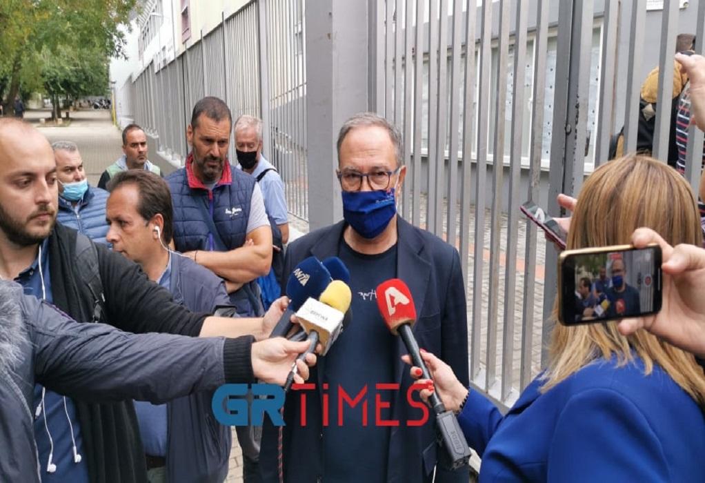 """Στο ΕΠΑΛ Σταυρούπολης ο Δεμουρτζίδης: """"Καταδικάζουμε τα επεισόδια – Νιώθουμε θλίψη"""" (VIDEO)"""