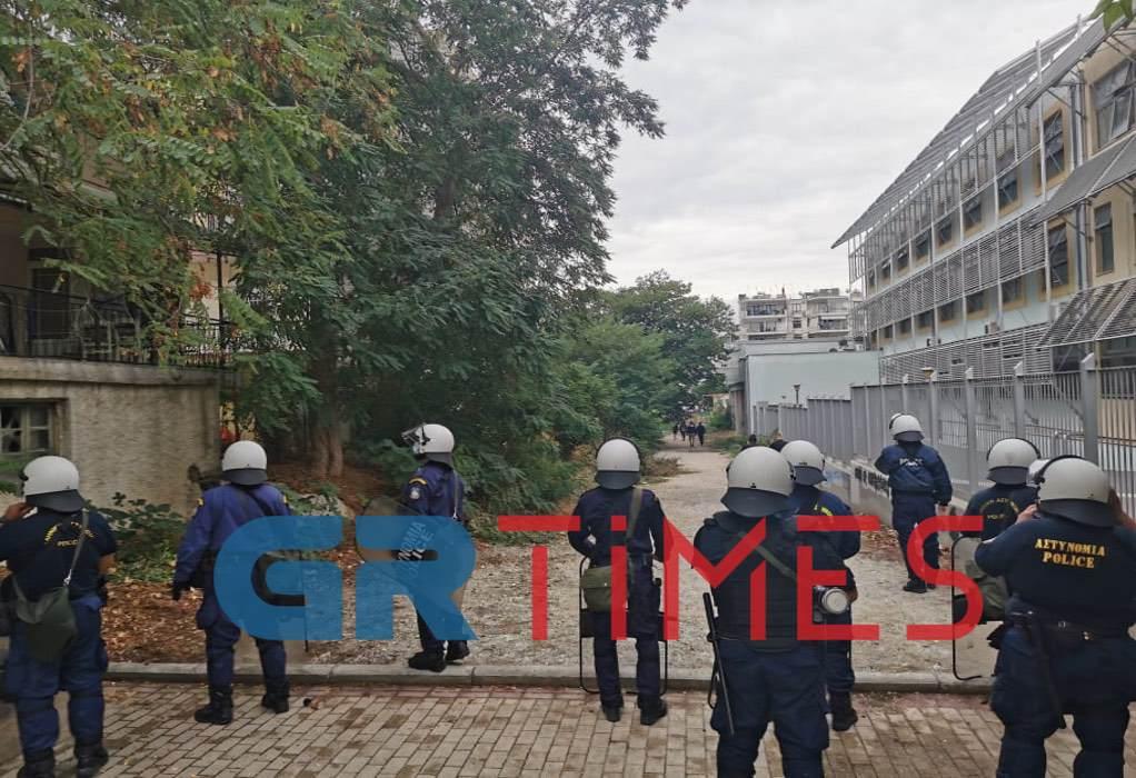 ΚΚΕ: «Εγκληματική επίθεση χρυσαυγίτικων, εθνικιστικών και ναζιστικών ομάδων» στο ΕΠΑΛ Σταυρούπολης