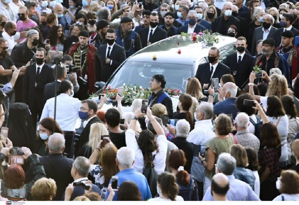 Η Κρήτη αποχαιρετά τον Μίκη Θεοδωράκη σε κλίμα συγκίνησης  (ΦΩΤΟ-VIDEO)