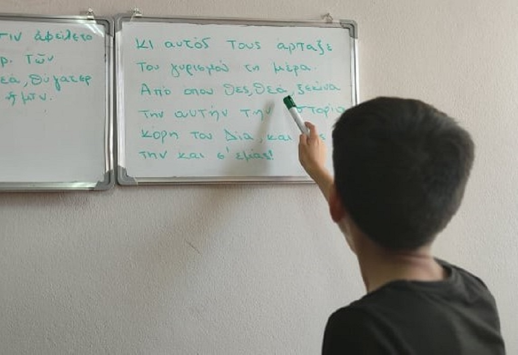 Θεσσαλονίκη: Προσφυγόπουλο από το Ιράκ έμαθε αρχαία και διαβάζει την «Οδύσσεια»!