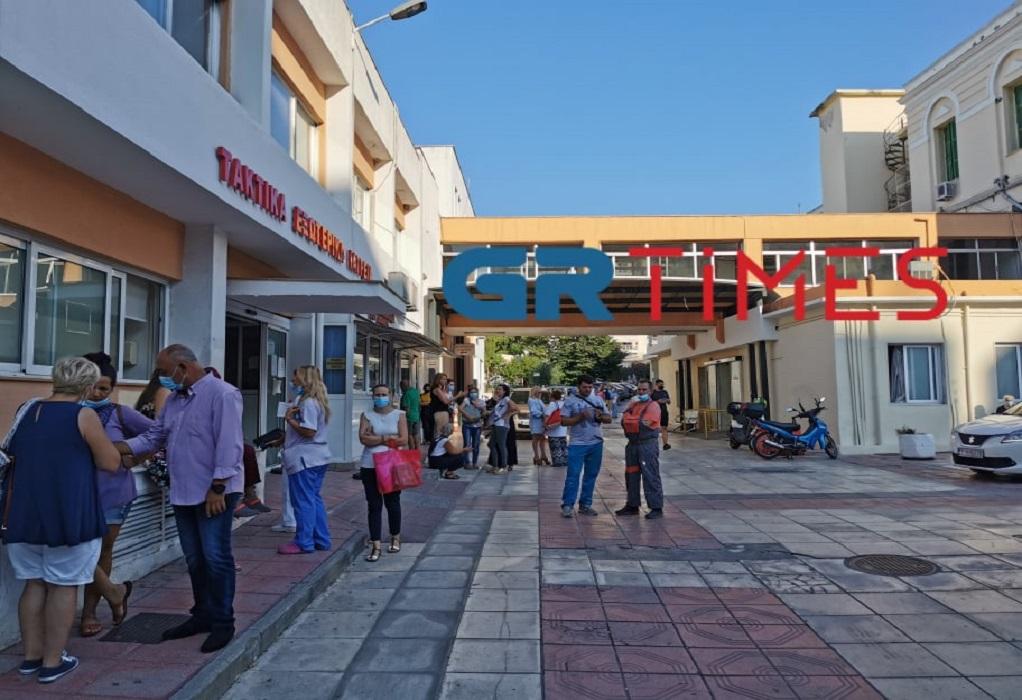 """Θεσσαλονίκη: Ανεμβολίαστοι υγειονομικοί εργάζονται στο """"Γεννηματάς"""" (VIDEO)"""