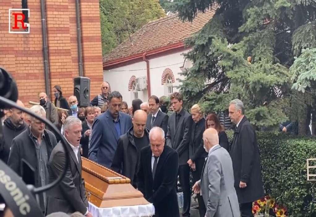 Κηδεία Ίβκοβιτς: Σήκωσαν το φέρετρο Ομπράντοβιτς, Ντίβατς και Ράτζα! (VIDEO)