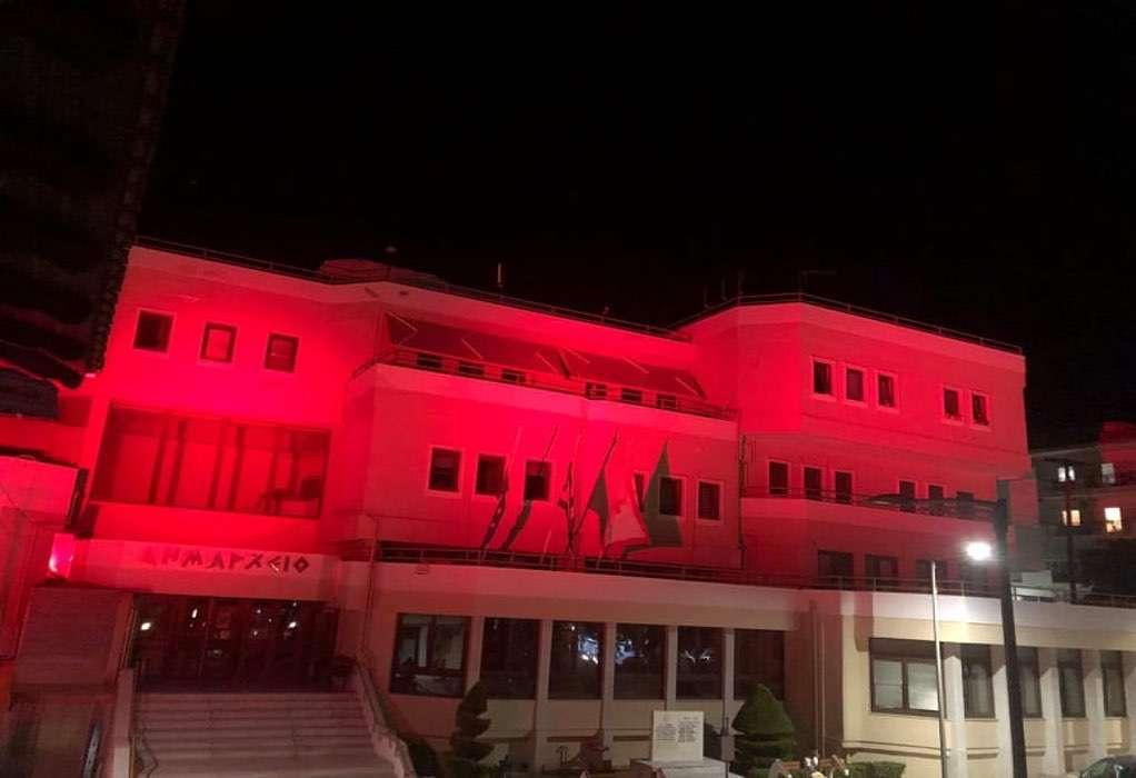 Κιλκίς: Φωταγωγήθηκε το δημαρχείο για τη Γενοκτονία Ελλήνων της Μικράς Ασίας