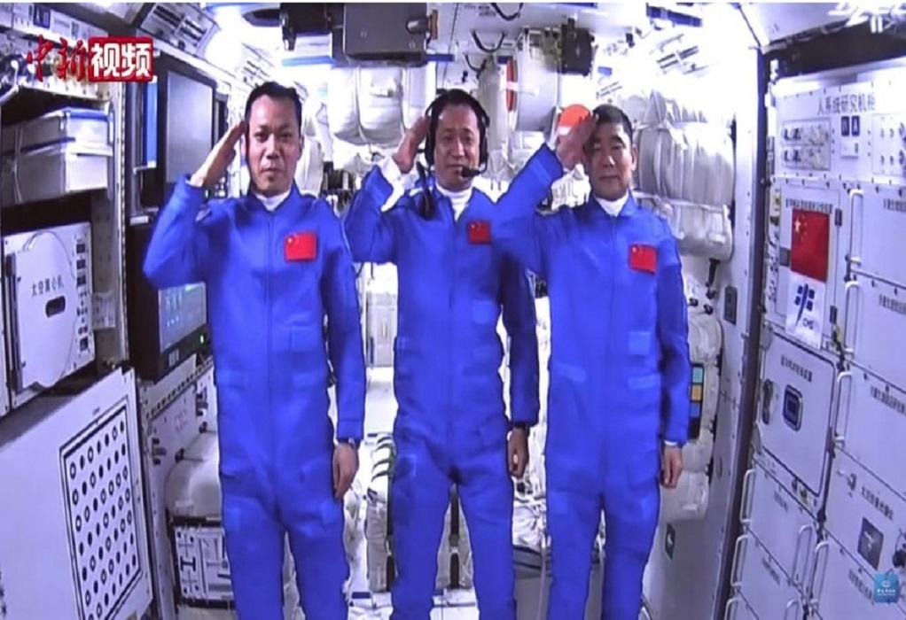 Eπέστρεψαν στη Γη έπειτα από μια αποστολή 90 ημερών οι πρώτοι αστροναύτες του κινεζικού διαστημικού σταθμού