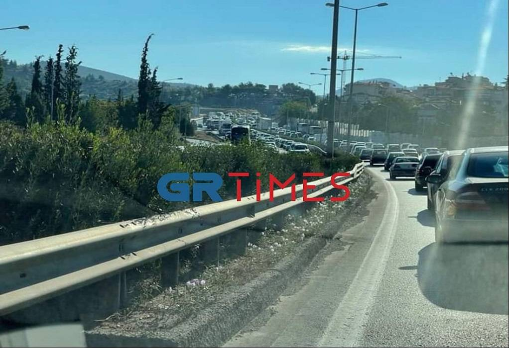 Θεσσαλονίκη: Μποτιλιάρισμα στην Περιφερειακή οδό λόγω δύο τροχαίων (ΦΩΤΟ-VIDEO)