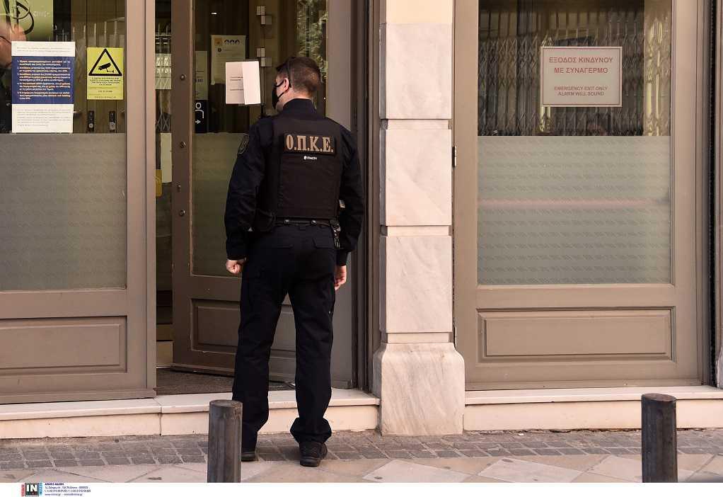 Ληστεία σε τράπεζα στην Αθήνα: Πού στρέφονται οι έρευνες των Αρχών