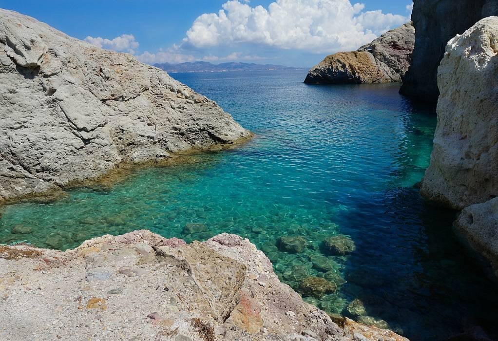 Η Μήλος το καλύτερο νησί στον κόσμο σύμφωνα με το περιοδικό «Travel+Leisure»