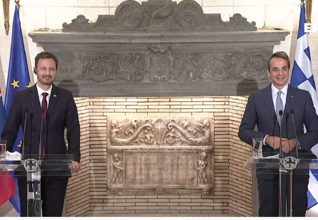 Μια διαφορετική «παρέμβαση» στη συνέντευξη Τύπου του πρωθυπουργού (VIDEO)