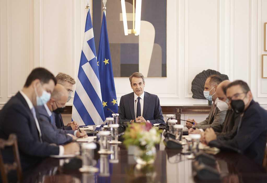 Με μικρή καθυστέρηση και αναφορά στην απώλεια του Μίκη ξεκίνησε το Υπουργικό Συμβούλιο