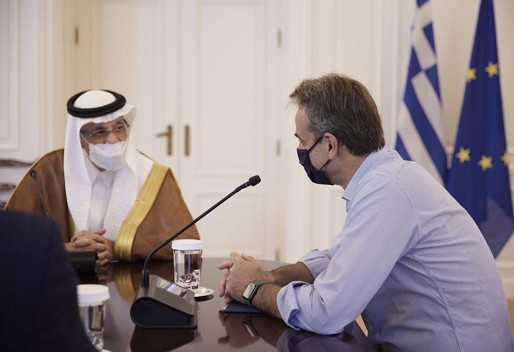 Συνάντηση Κ. Μητσοτάκη με τον υπουργό Επενδύσεων της Σαουδικής Αραβίας