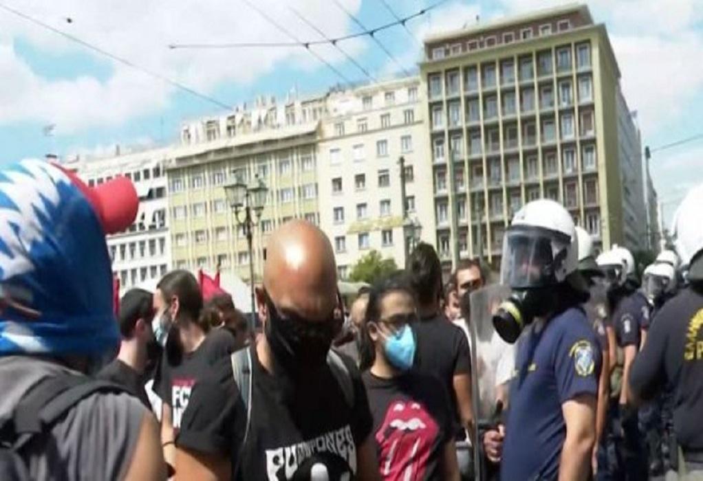 Πανεκπαιδευτικό συλλαλητήριο: Ένταση και χημικά στο κέντρο της Αθήνας (VIDEO)