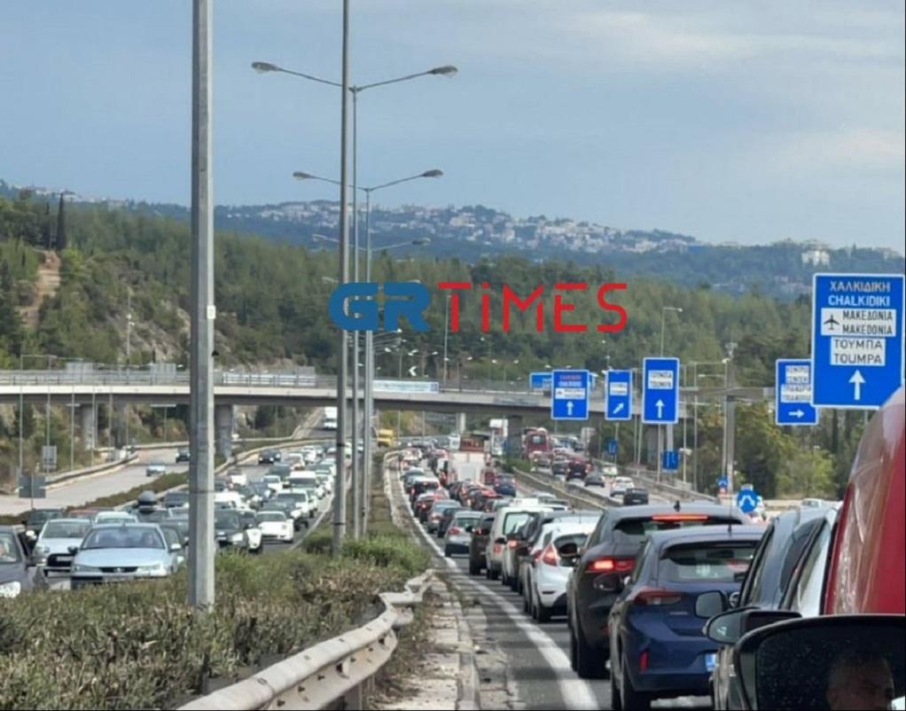 Θεσσαλονίκη: Μποτιλιάρισμα στην Περιφερειακή οδό (ΦΩΤΟ)