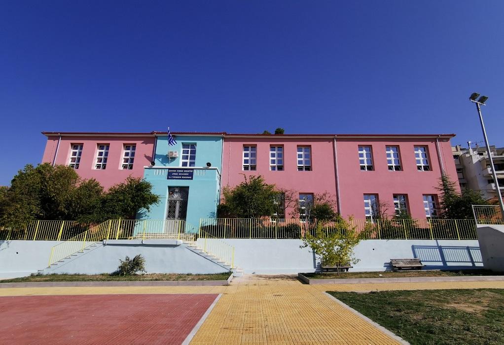 Πολίχνη: Αναβαθμίστηκε ενεργειακά το ιστορικό πέτρινο σχολείο που φιλοξενεί το 1ο Γυμνάσιο