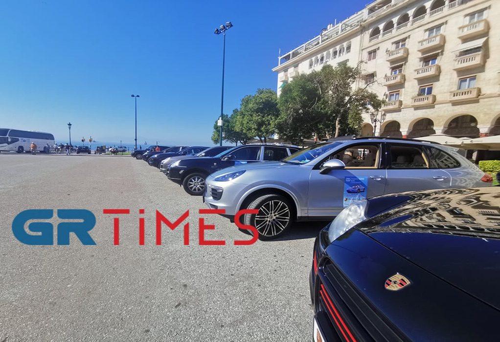 Θεσσαλονίκη: «Παρέλαση» Porsche στην Αριστοτέλους με συνοδηγούς παιδιά (VIDEO)