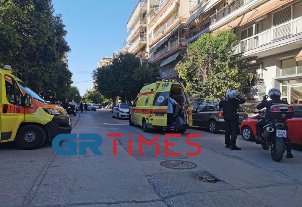 Θεσσαλονίκη: Άνδρας έπεσε από δεύτερο όροφο – Σε σοβαρή κατάσταση (VIDEO)